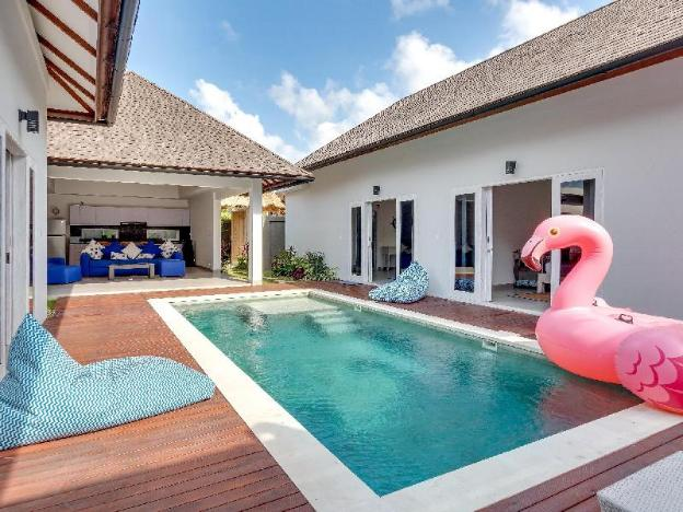 3BR Villa 10 min Walk from Beach - Villa Hiburan 2