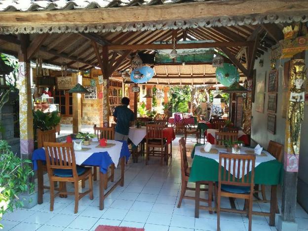 Barclona guesthouses lovina