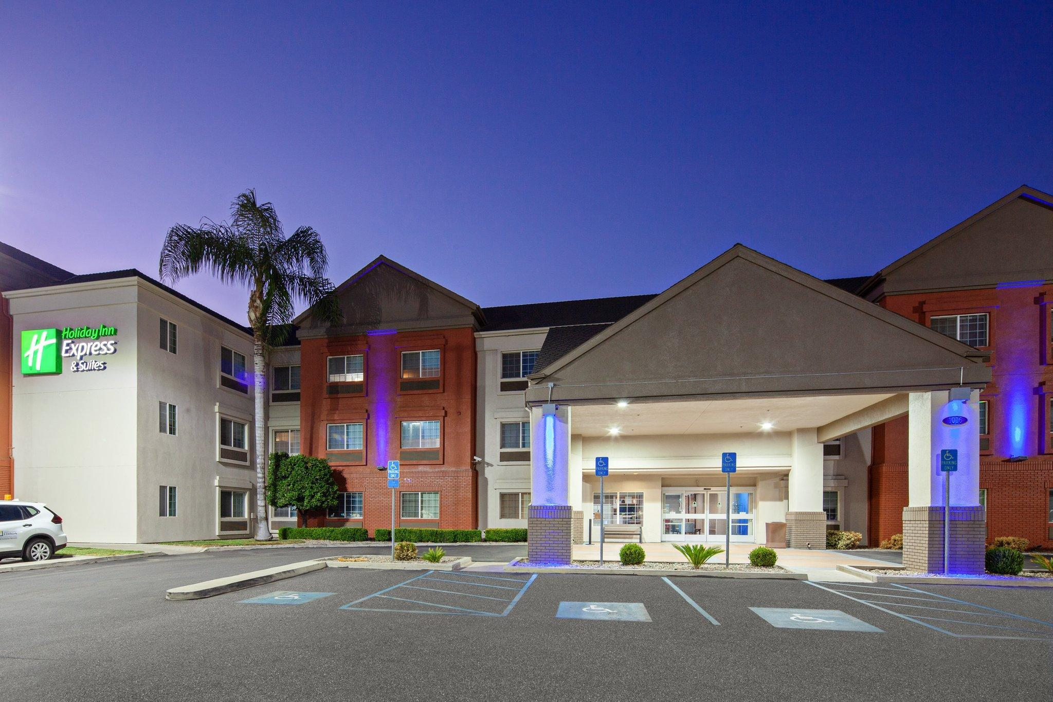 Holiday Inn Express And Suites Tulare