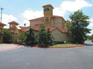 La Quinta Norman Hotel
