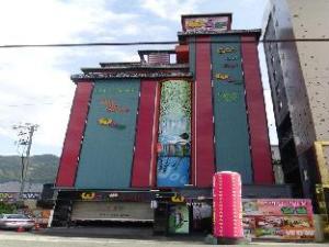 Wow Motel Gupo Station