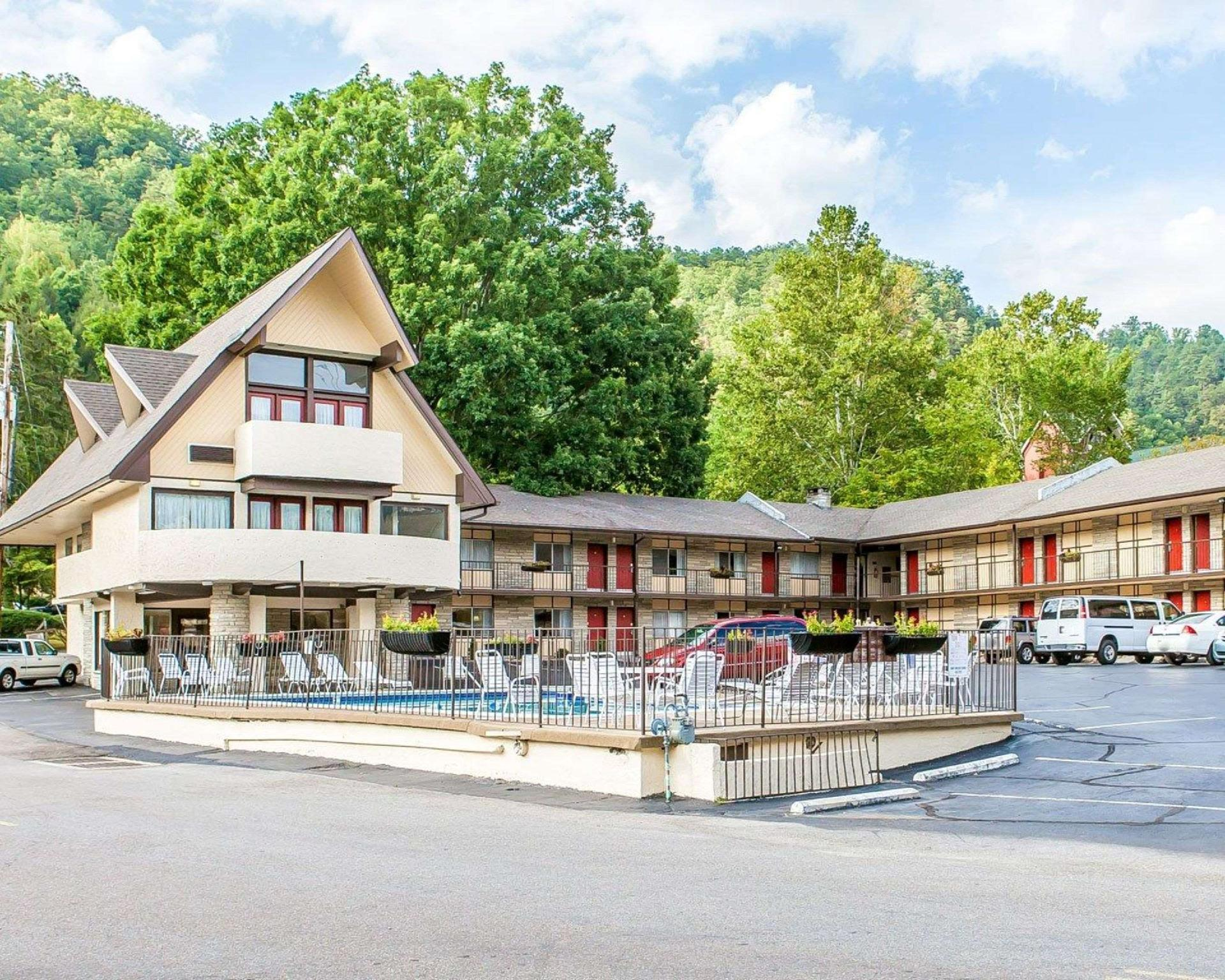 Econo Lodge Inn And Suites On The River