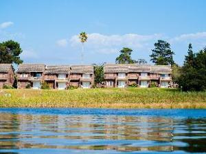松树湖畔旅馆 (Pine Lake Marina)