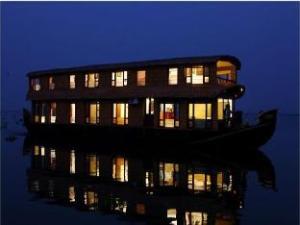 Grand Nirvana Jacuzzi Super Luxury Premium House Boat
