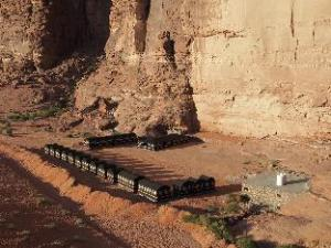 瓦迪拉姆流星奢华露营地 (Wadi Rum Shooting Stars Luxury Camp)