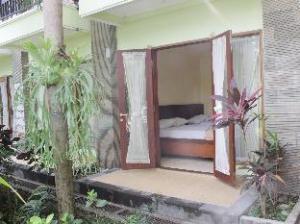 關於登巴薩達邁飯店 (Hotel Damai Denpasar)