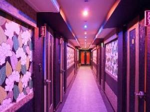 Goodstay Emperor Motel