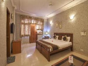 OYO Rooms DLF One Premium