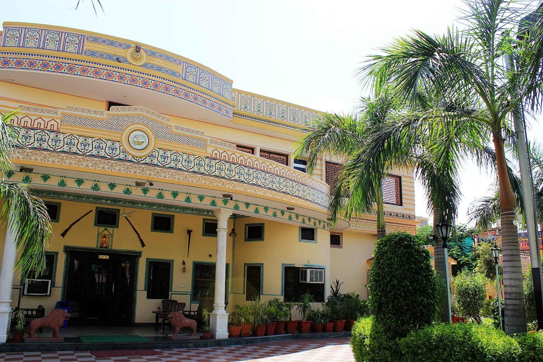 OYO 39792 Nirwana Royal Palace