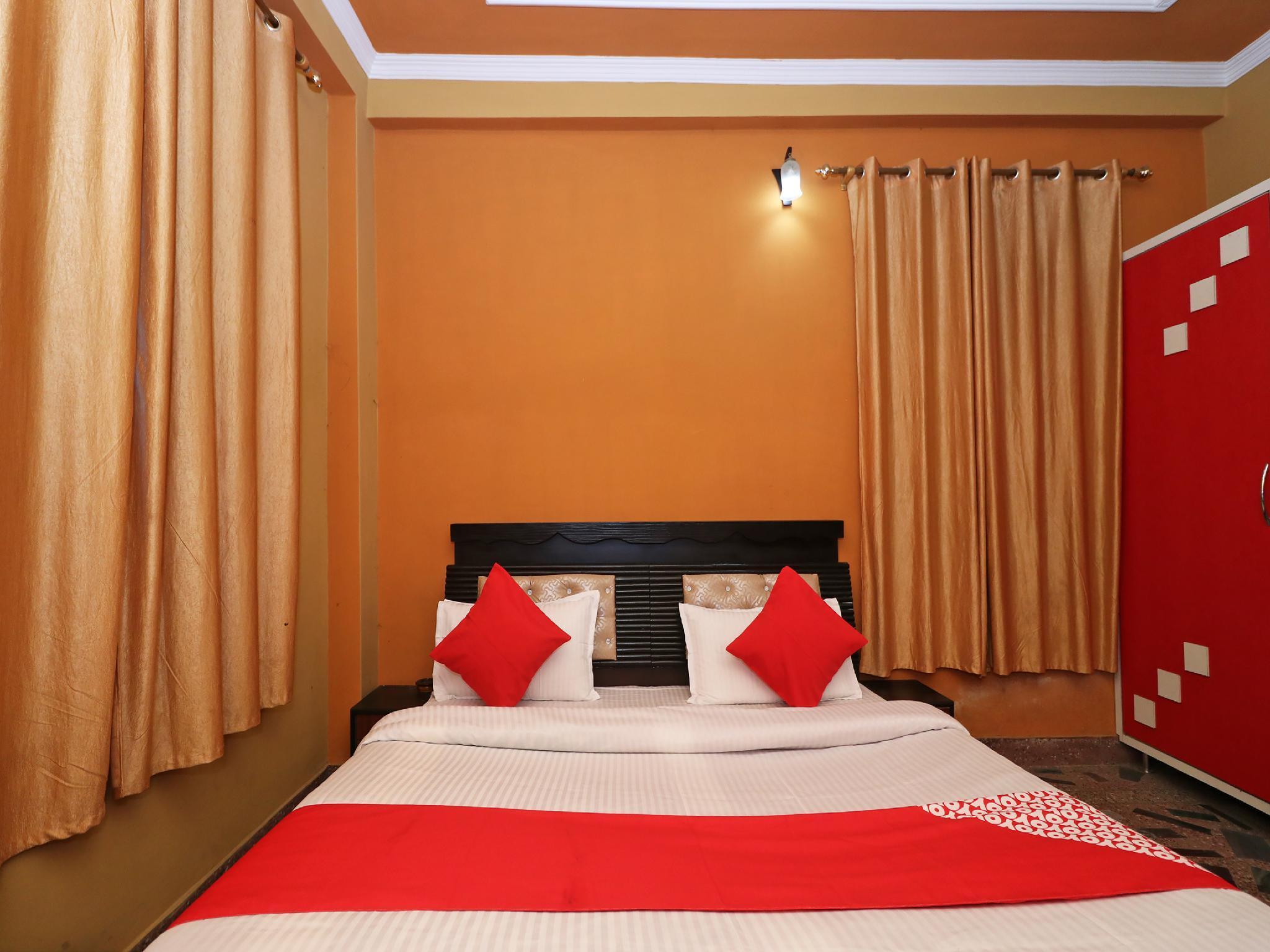 OYO 40202 Moksha Hotel