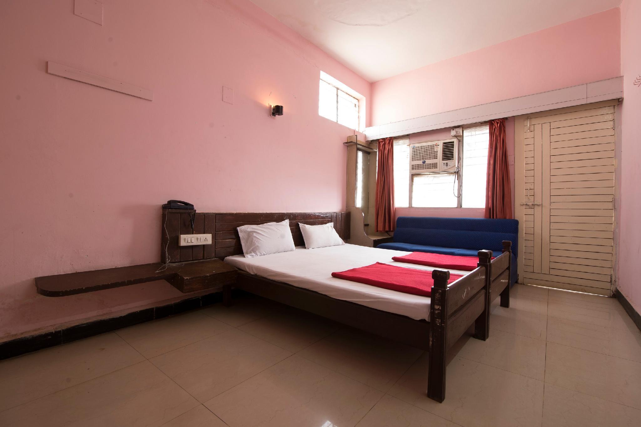 SPOT ON 40660 Hotel Raj
