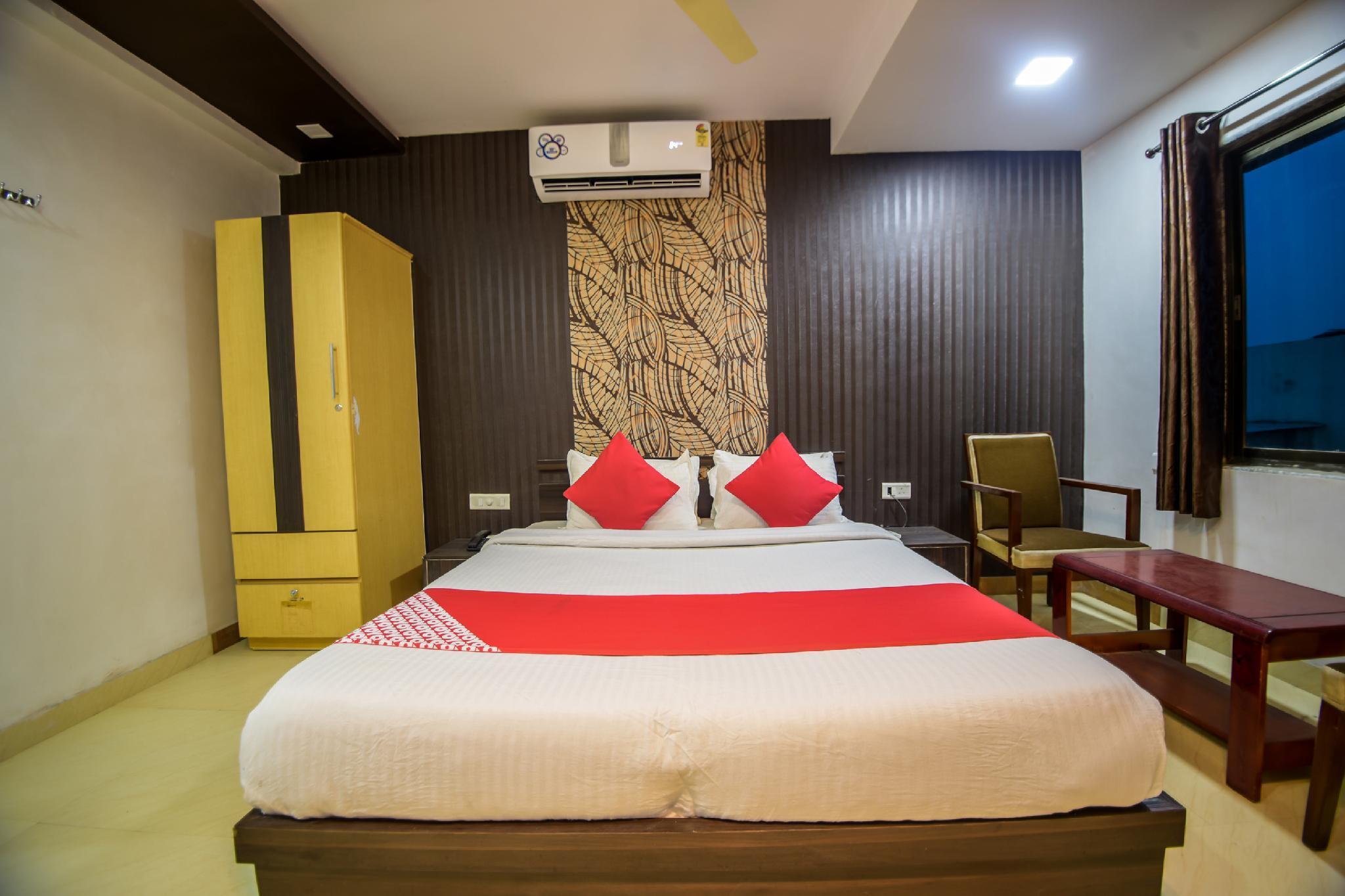 OYO 39404 Hotel Satyam