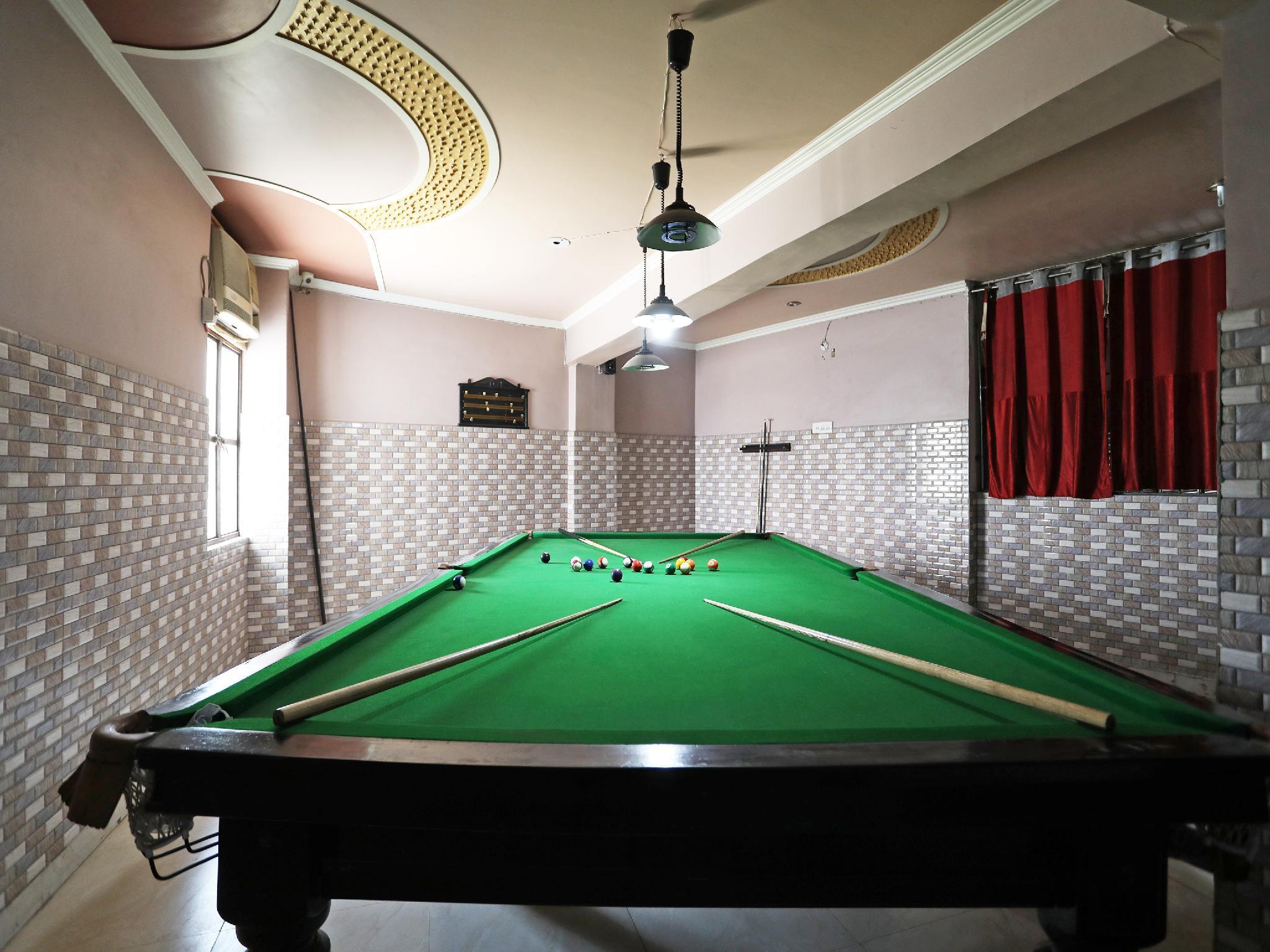 SPOT ON 41870 Hotel Rajmahal