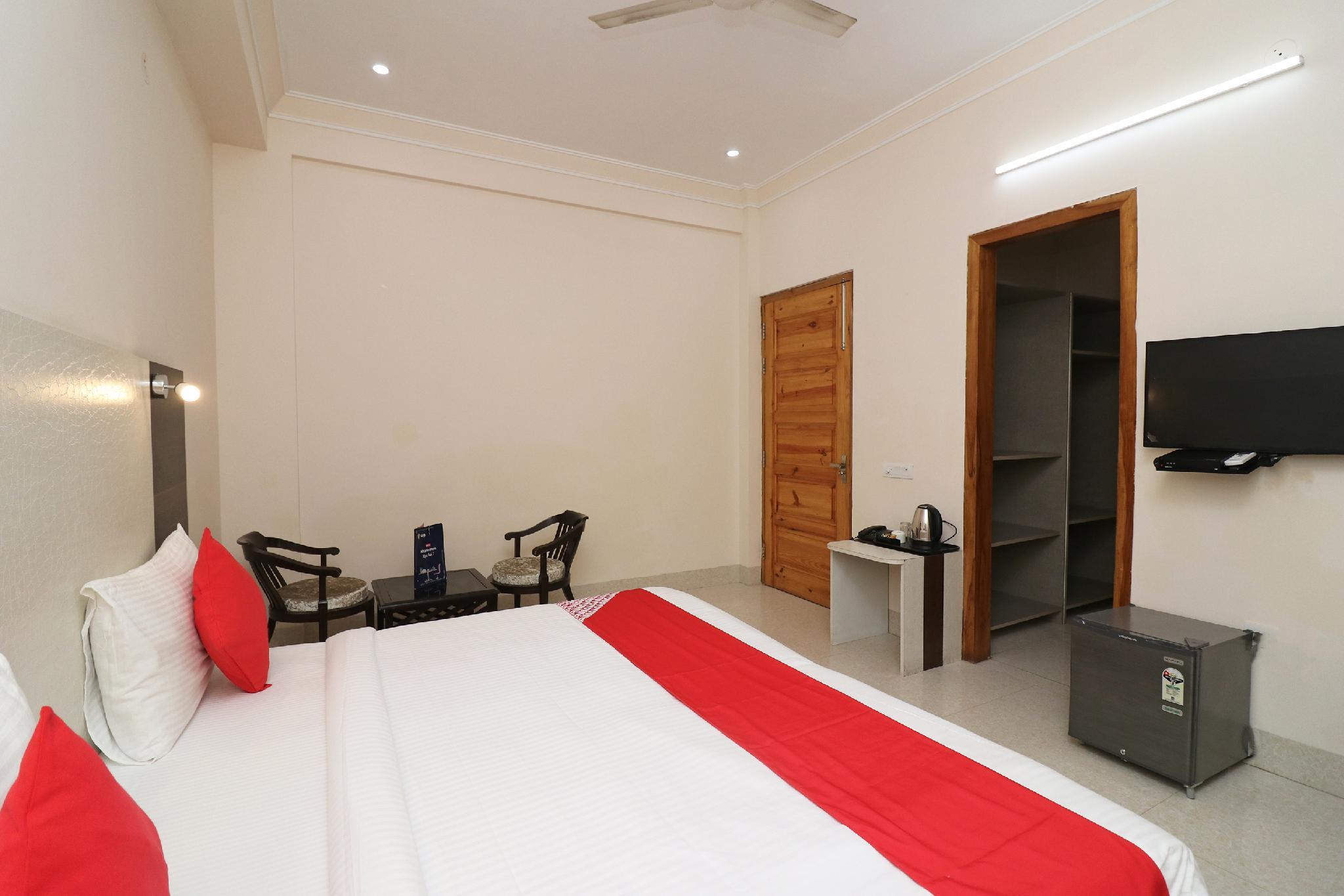 OYO 41967 Hotel Amrut Villa