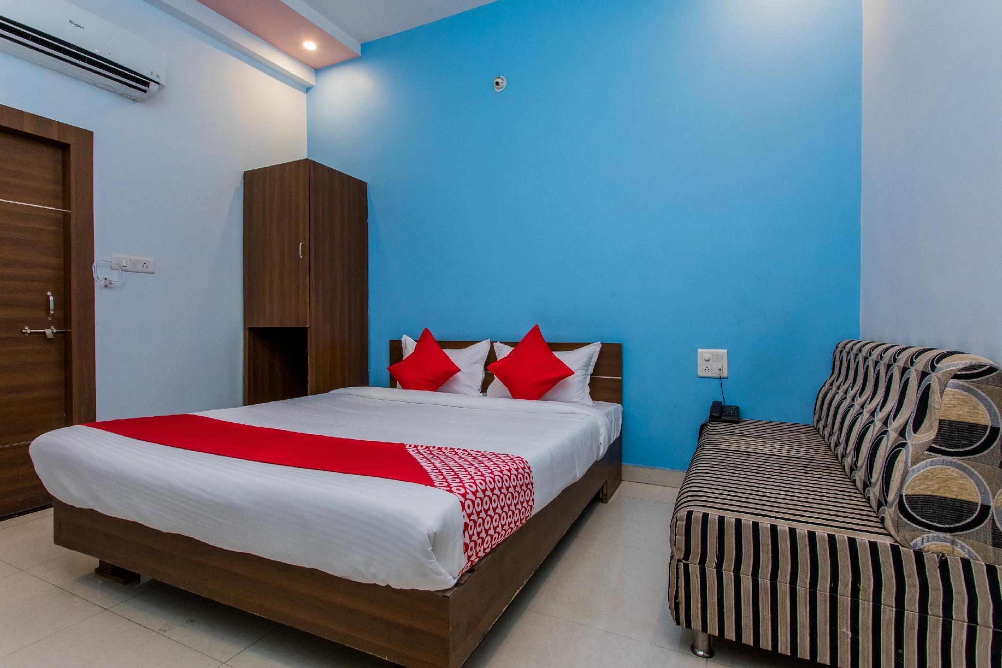 OYO 15569 Hotel Manorama Palace