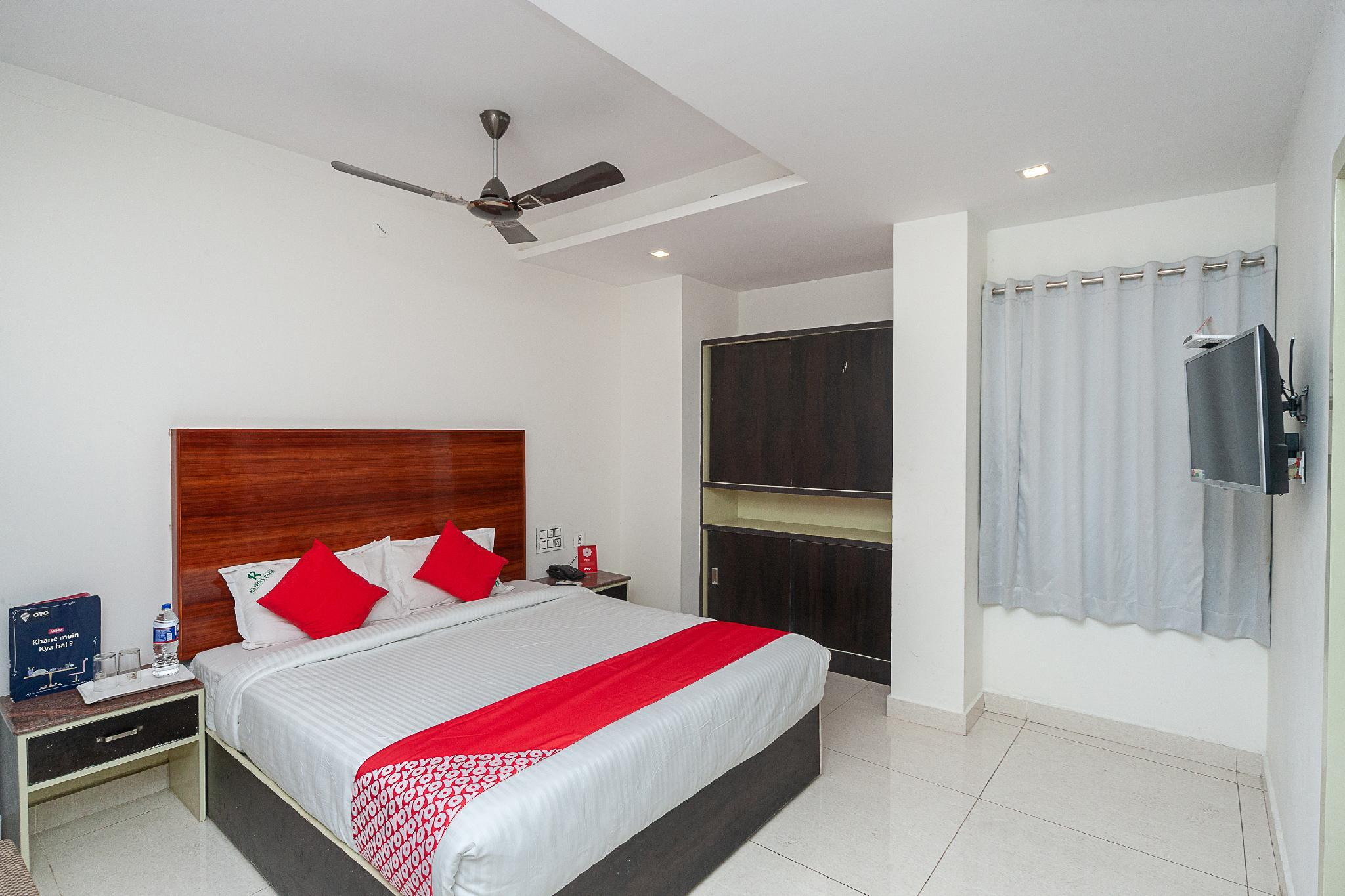 OYO 40140 Hotel Rathna Park