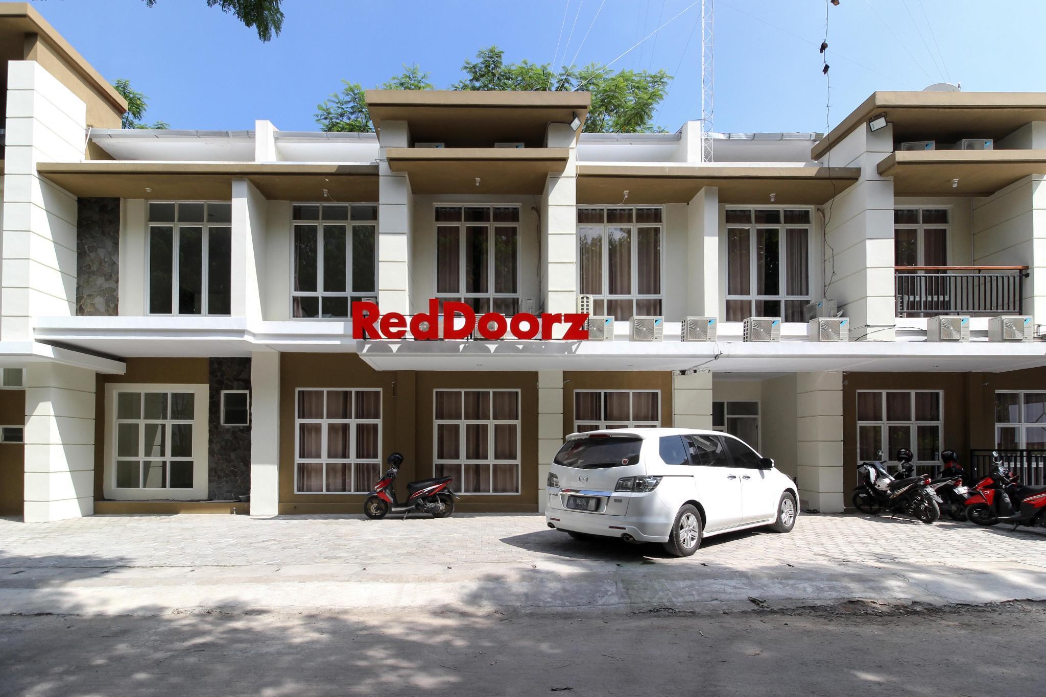 RedDoorz Near Jogja City Mall 3
