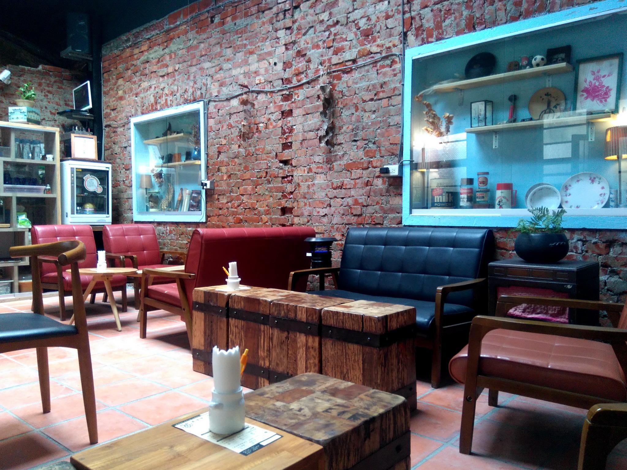 Move Together Cafe Hostel