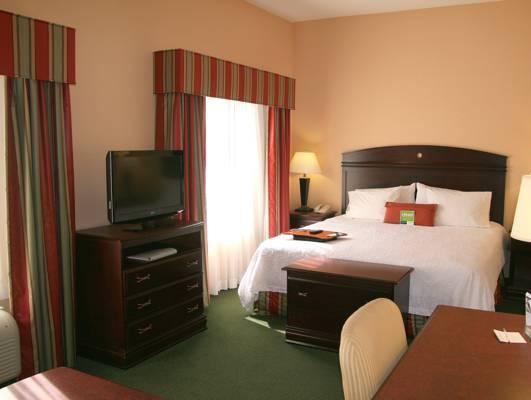 Hampton Inn & Suites Pensacola University Mall