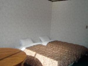 關於瑪門飯店 (Hotel Mumon)