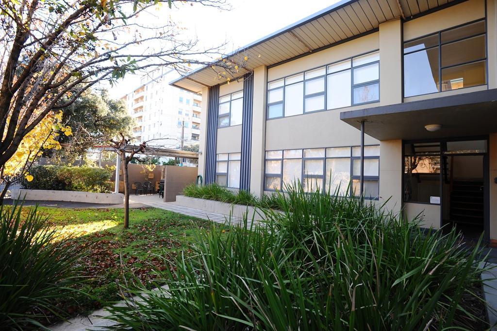 Glenelg Holiday Apartments Ellis