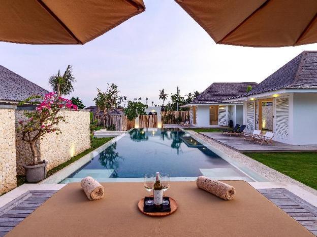 Chic & Trendy 5 BR Villa Near Canggu-Villa Karein