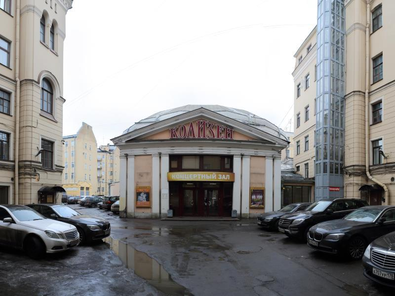 Nevsky Row Hotel   Nevsky 100