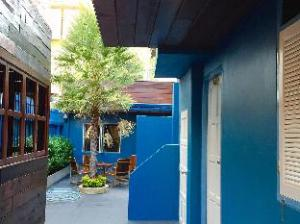 Tentang Blue Chang House (Blue House by the Chang)
