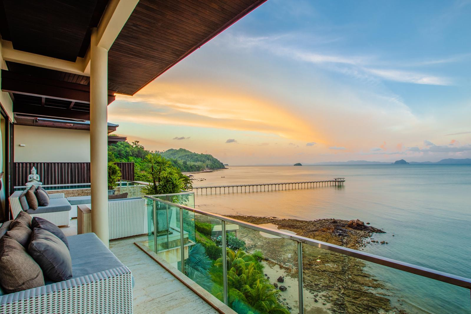D Lux 5 Bed Villa With Incredible View Over Sirey