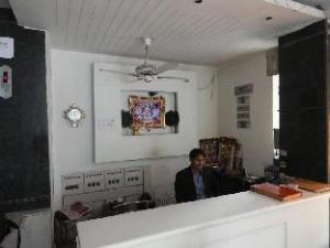 Hotel Delhi Empire DX