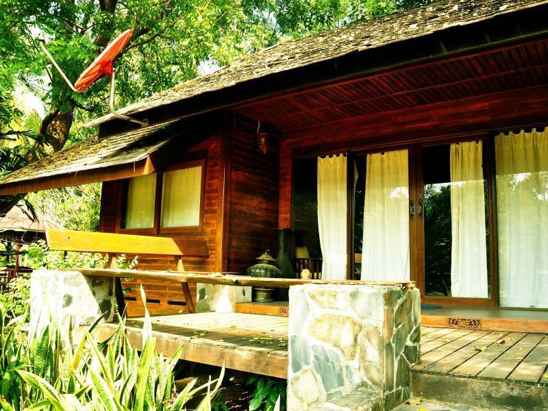 Kaengkrachan Riverside Resort And Camping