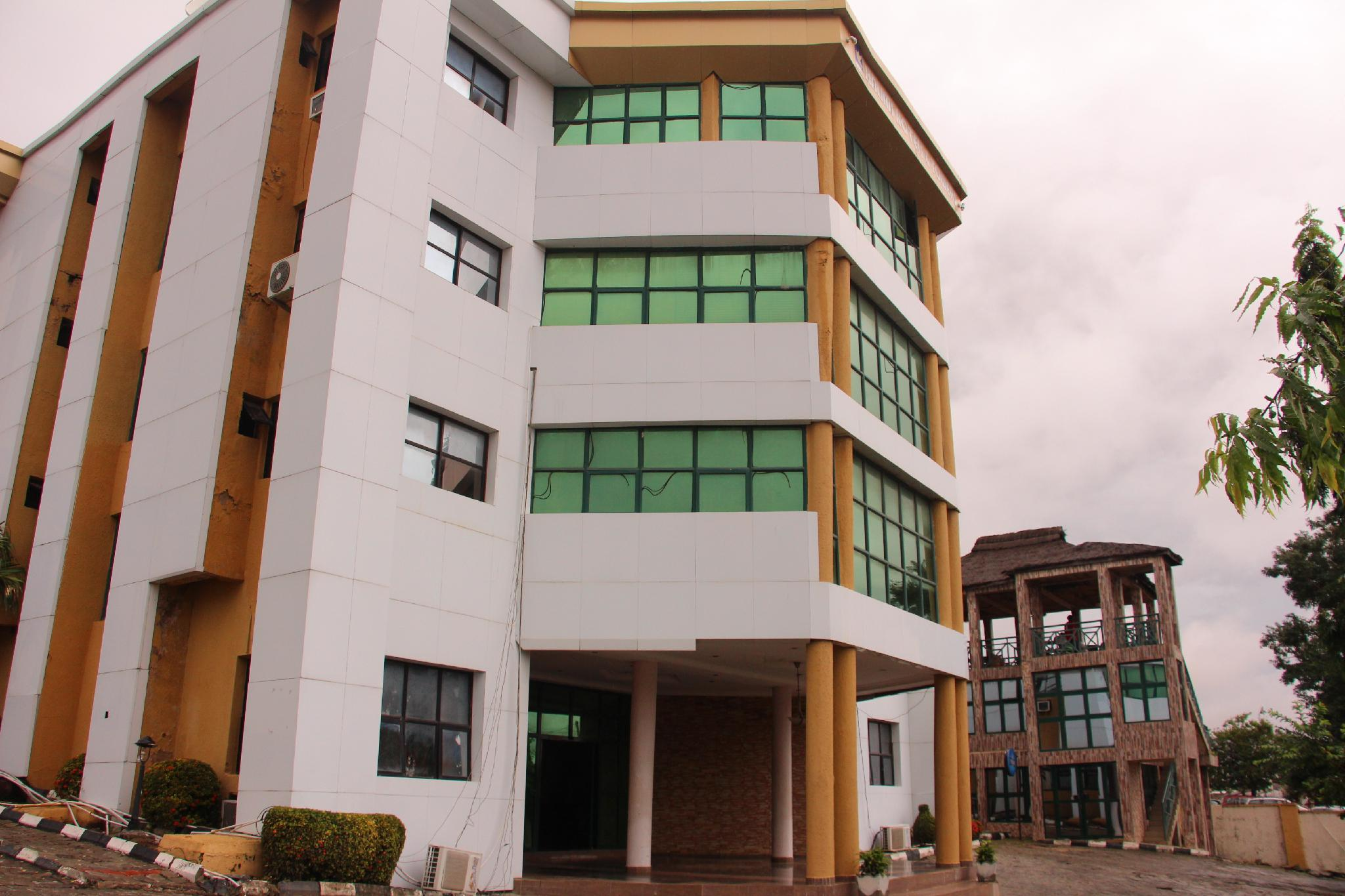 Halims Hotel And Towers