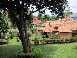 Pooltrap Village Bungalow