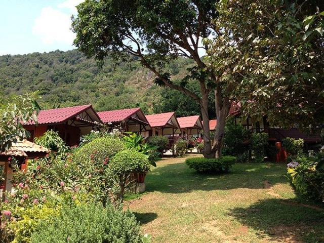 พูลทรัพย์ วิลเลจ บังกะโล – Pooltrap Village Bungalow