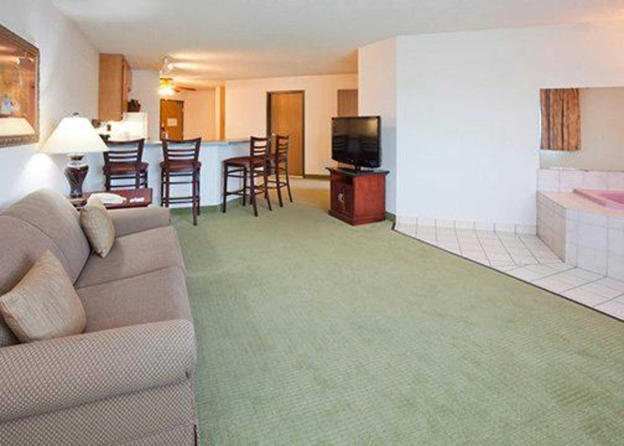 Price Quality Inn and Suites Eagan
