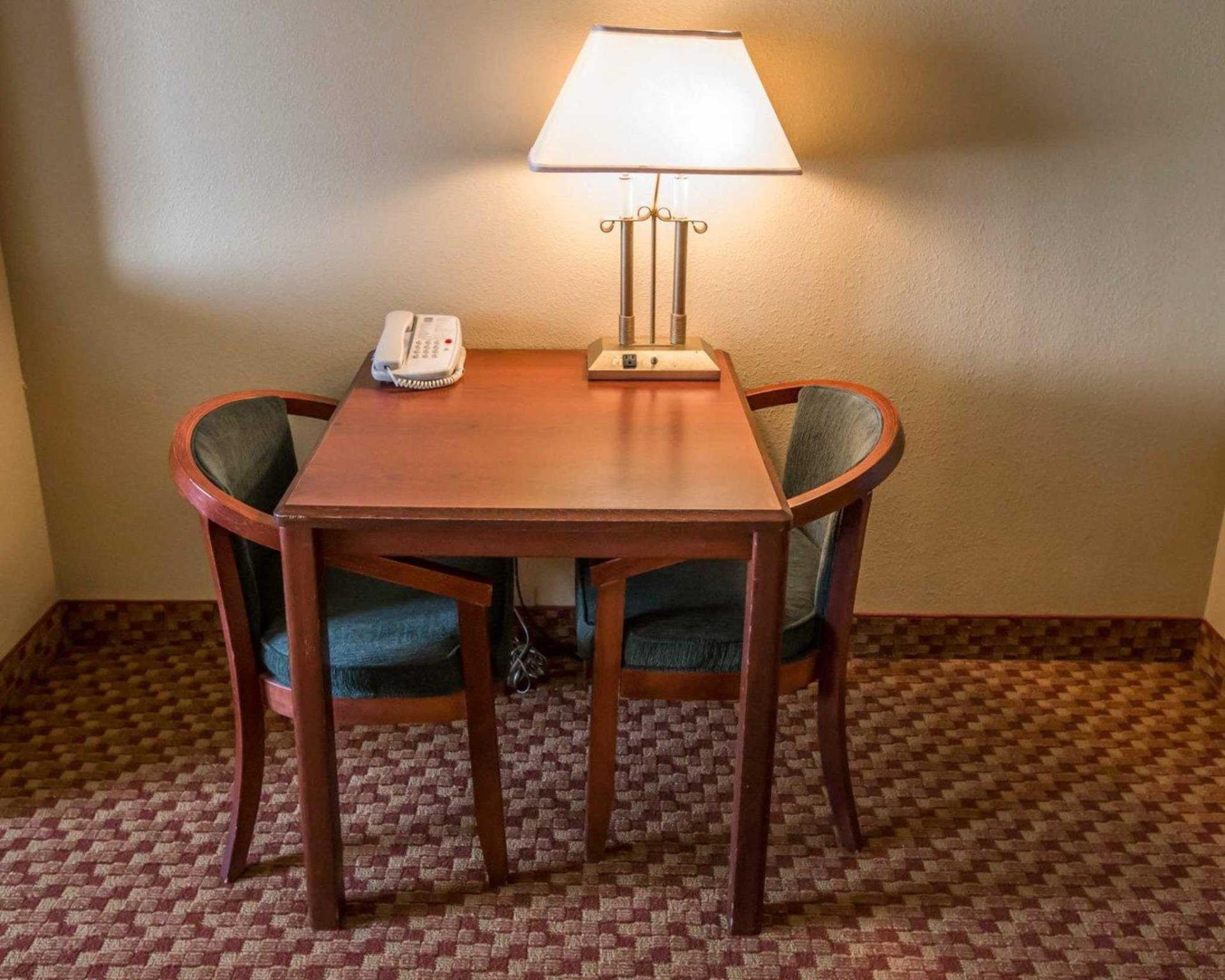 Quality Inn & Suites South Discount