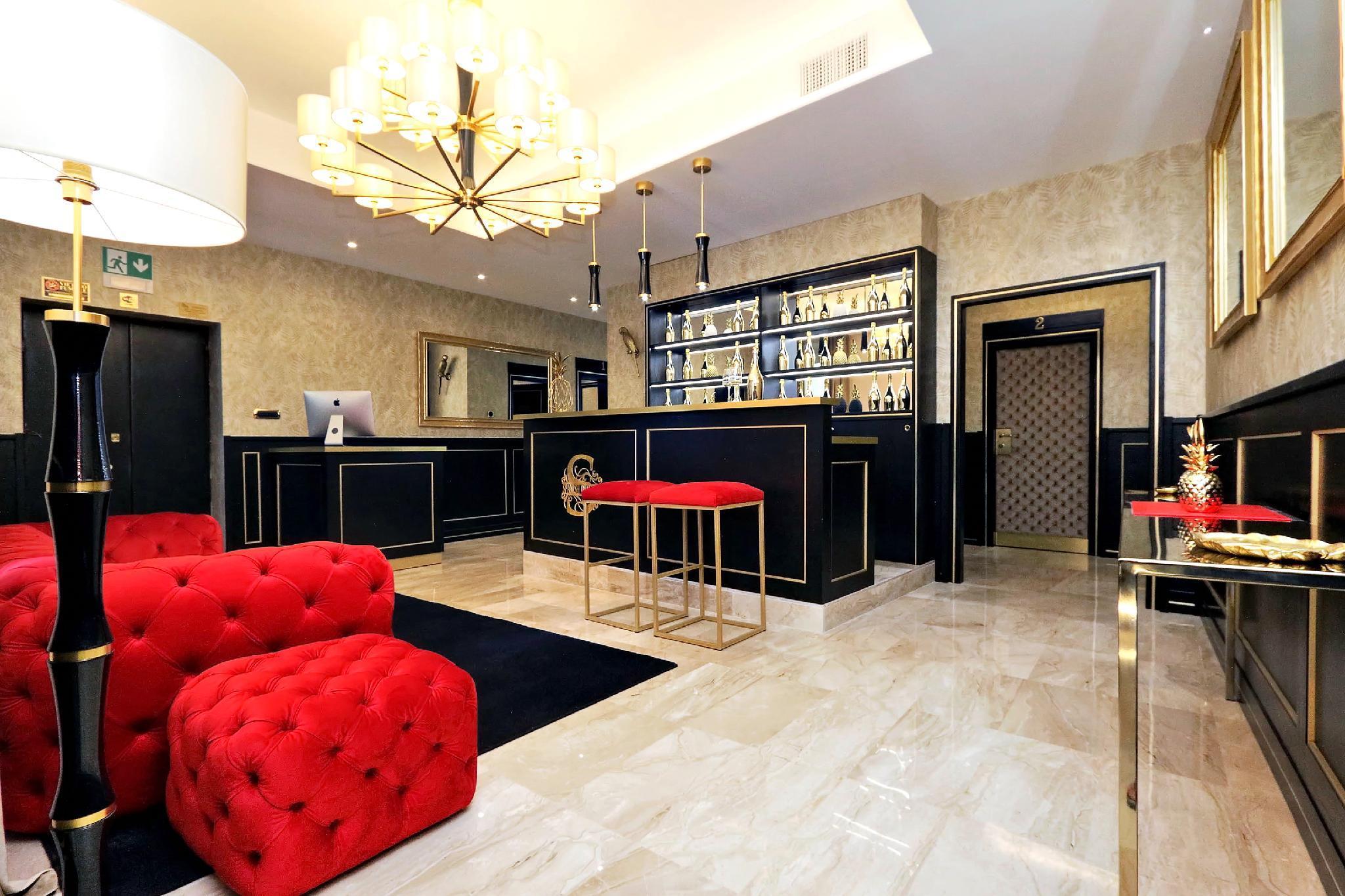 Spanish Diamond Luxury Suites And Jacuzzi