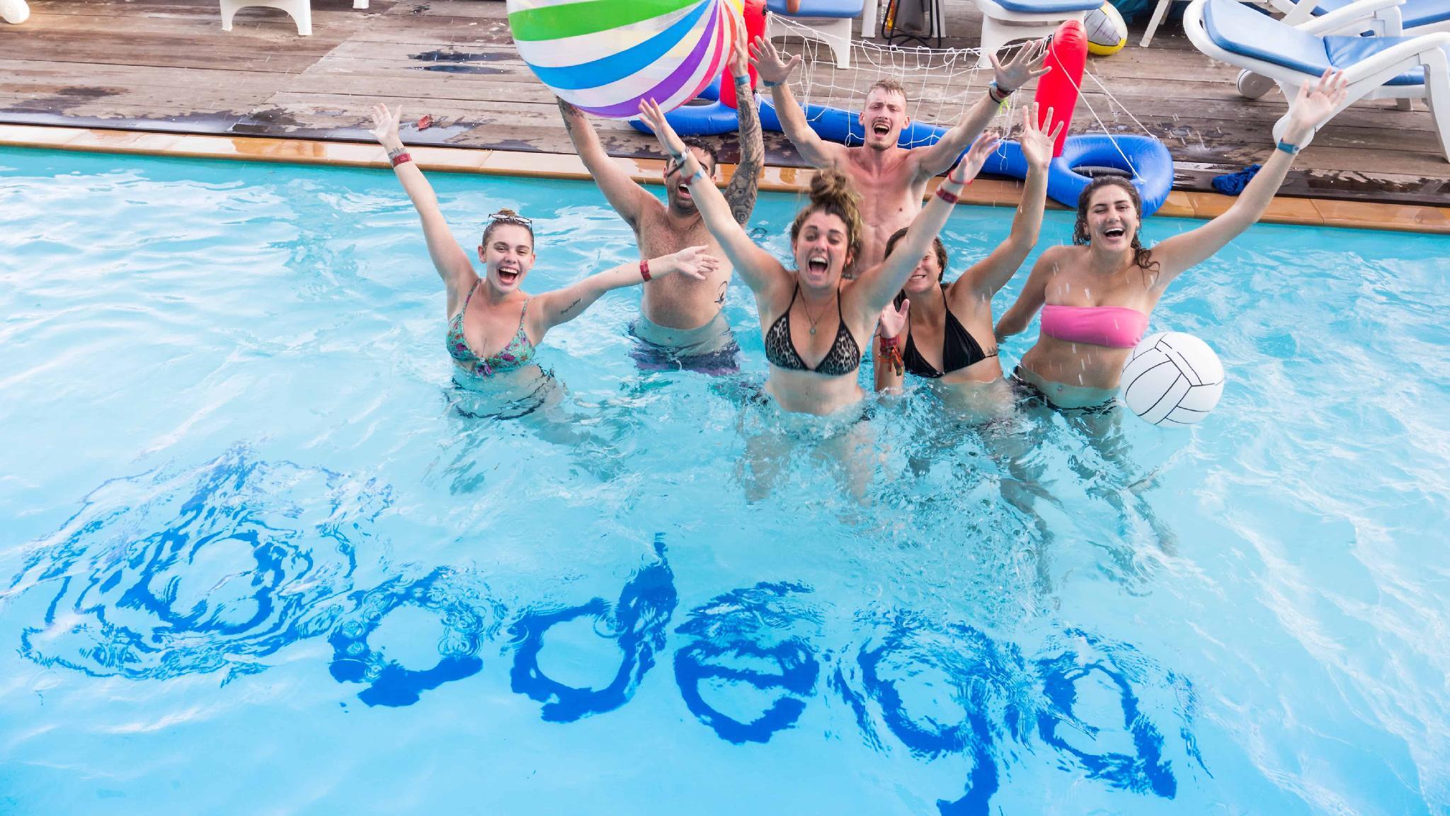 Bodega Beach Club & Hostel