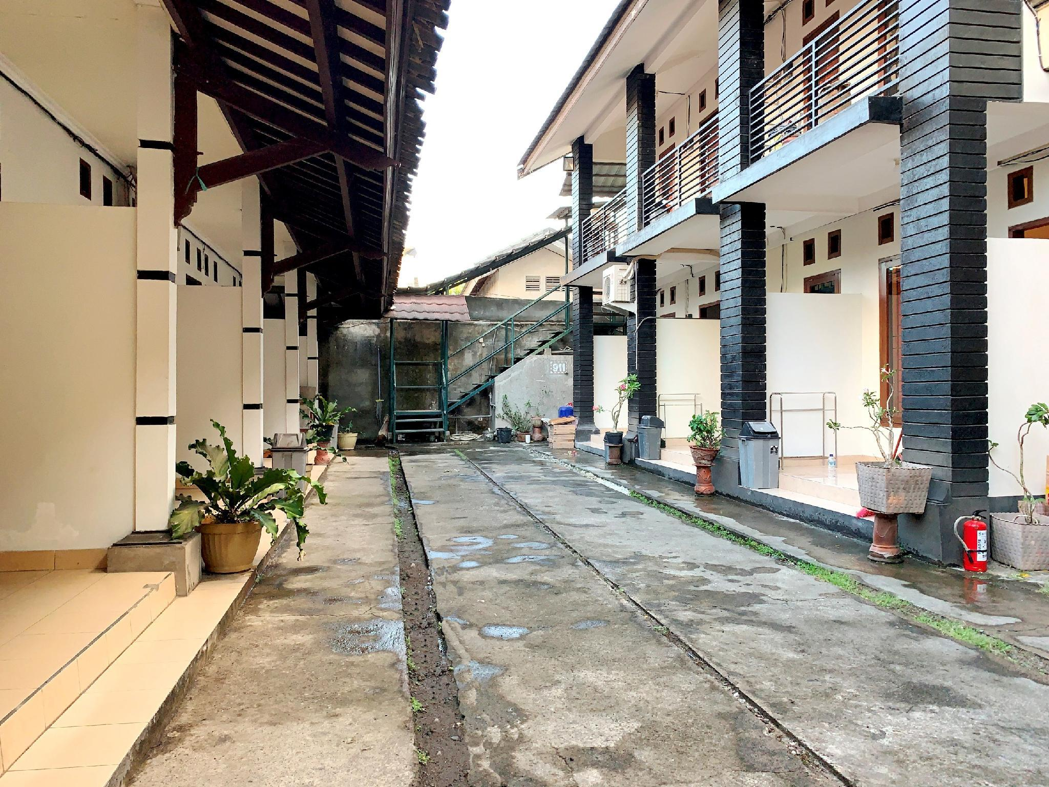 OYO 960 Kost And Homestay 911