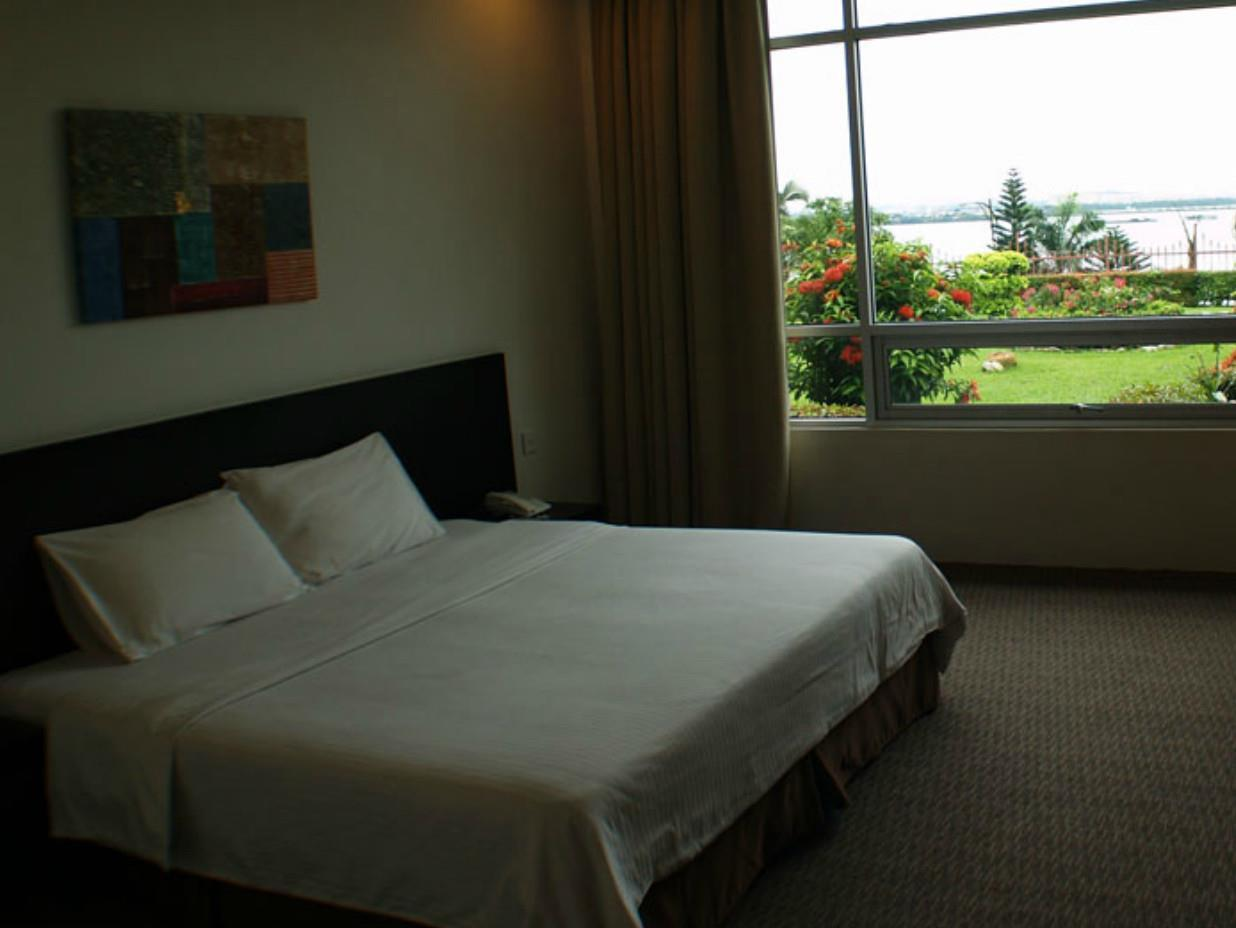 Straits View Hotel