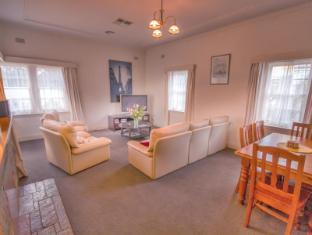 Benson House & Benson Lodge - Benalla