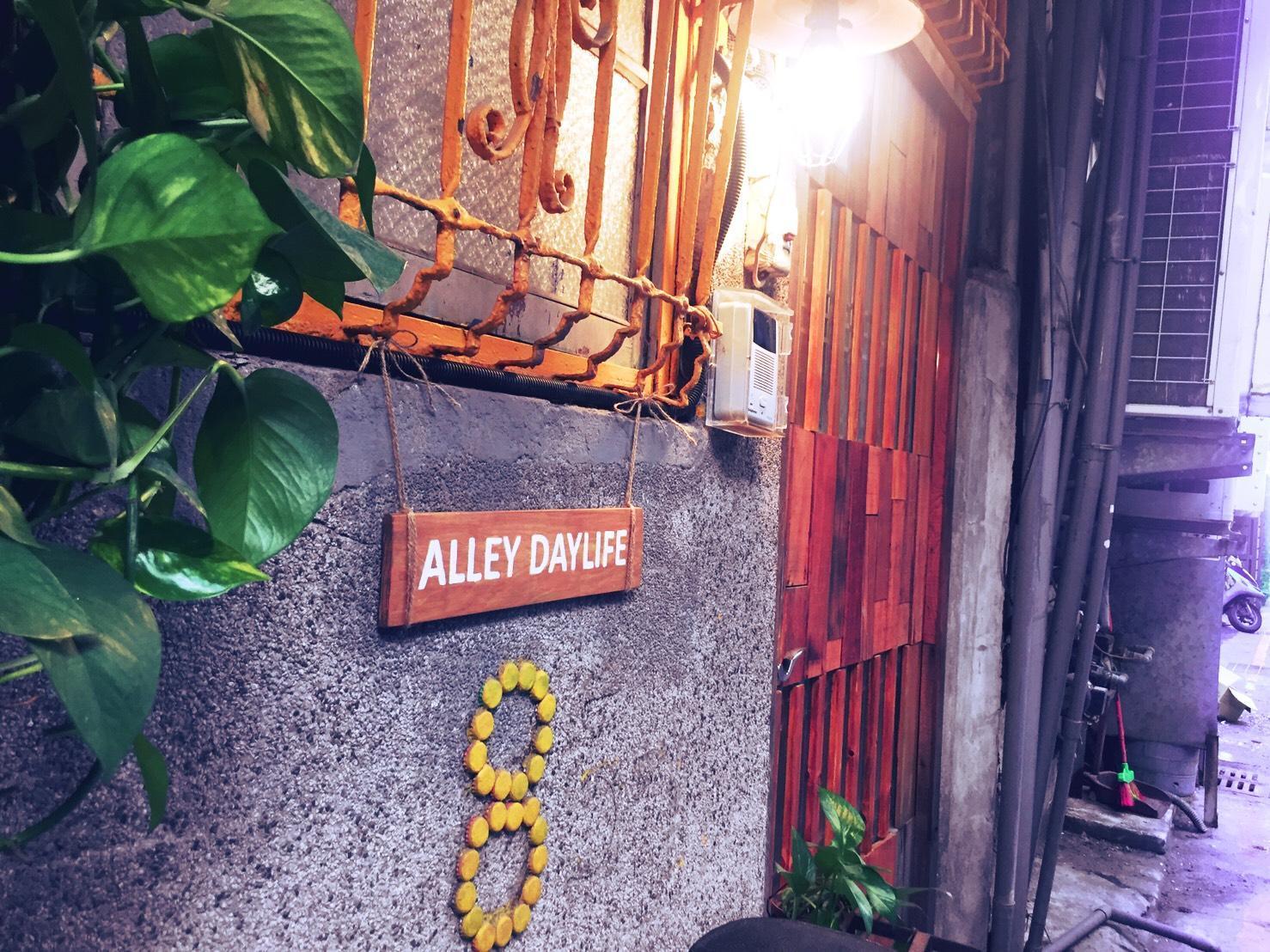 Alley Daylife