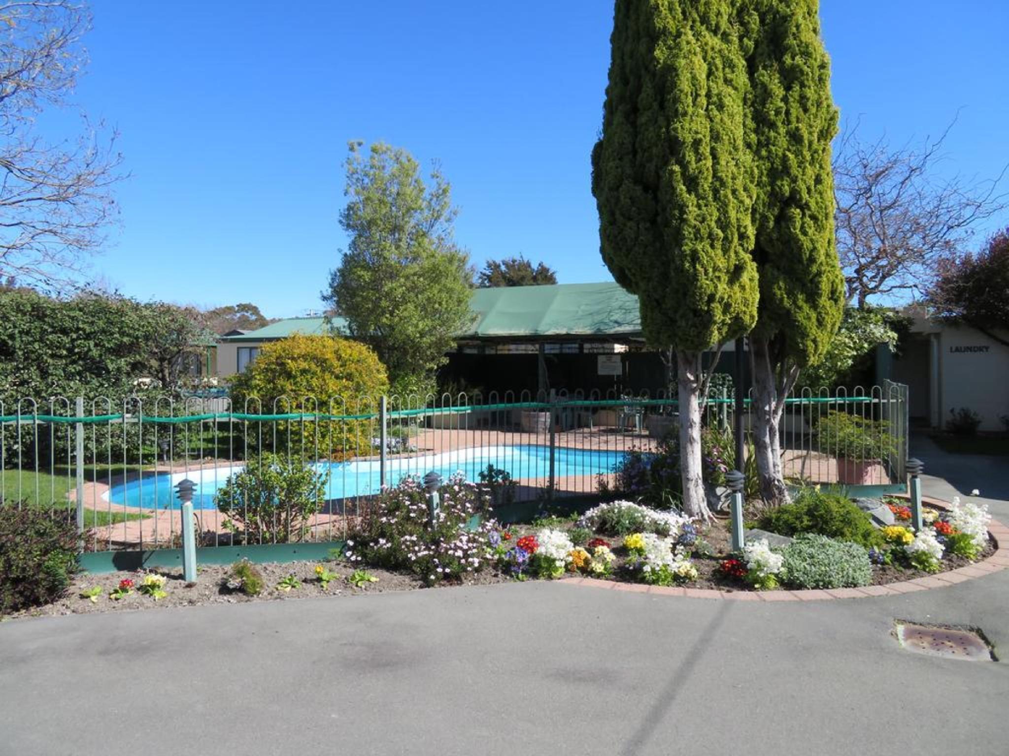 Commodore Court Motel