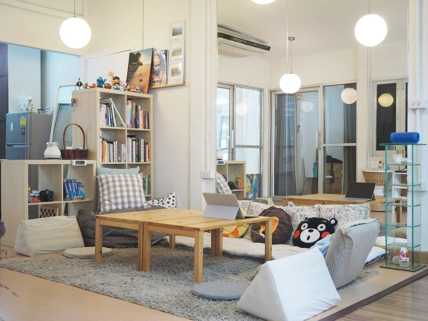 Relax In A Grand Living Space In Sathorn