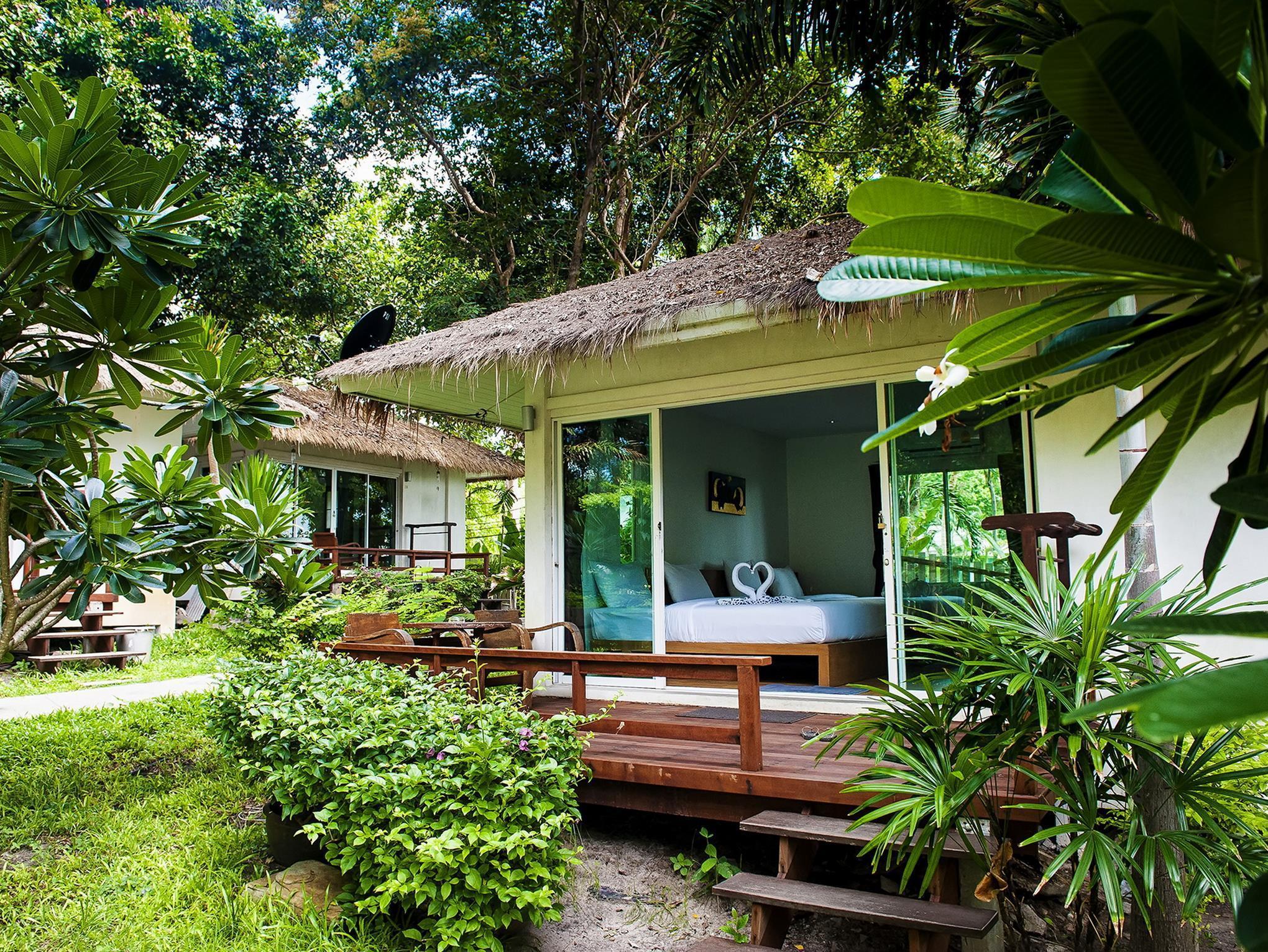 Larissa Samet Resort ลริสสา เสม็ด รีสอร์ต
