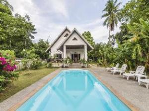 Khao Lak Private Pool Villa, Green Garden