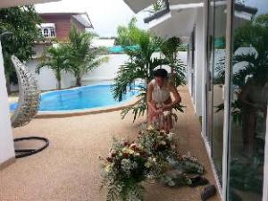 Coconut Palms Bungalow