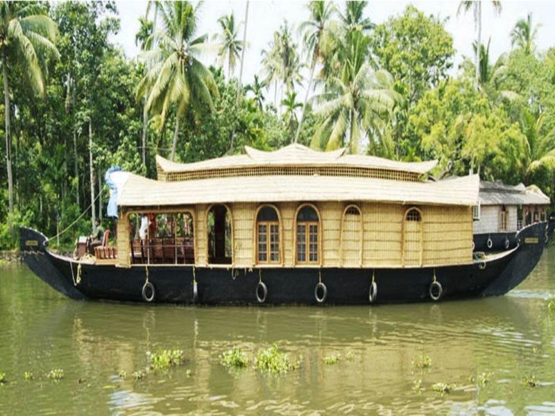 Backwater Retreat Houseboat   Alleppey
