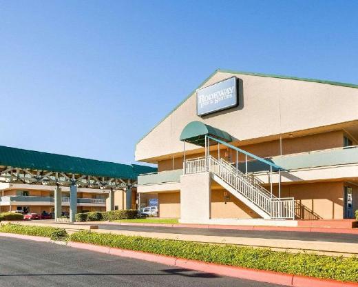 Rodeway Inn And Suites Fiesta Park