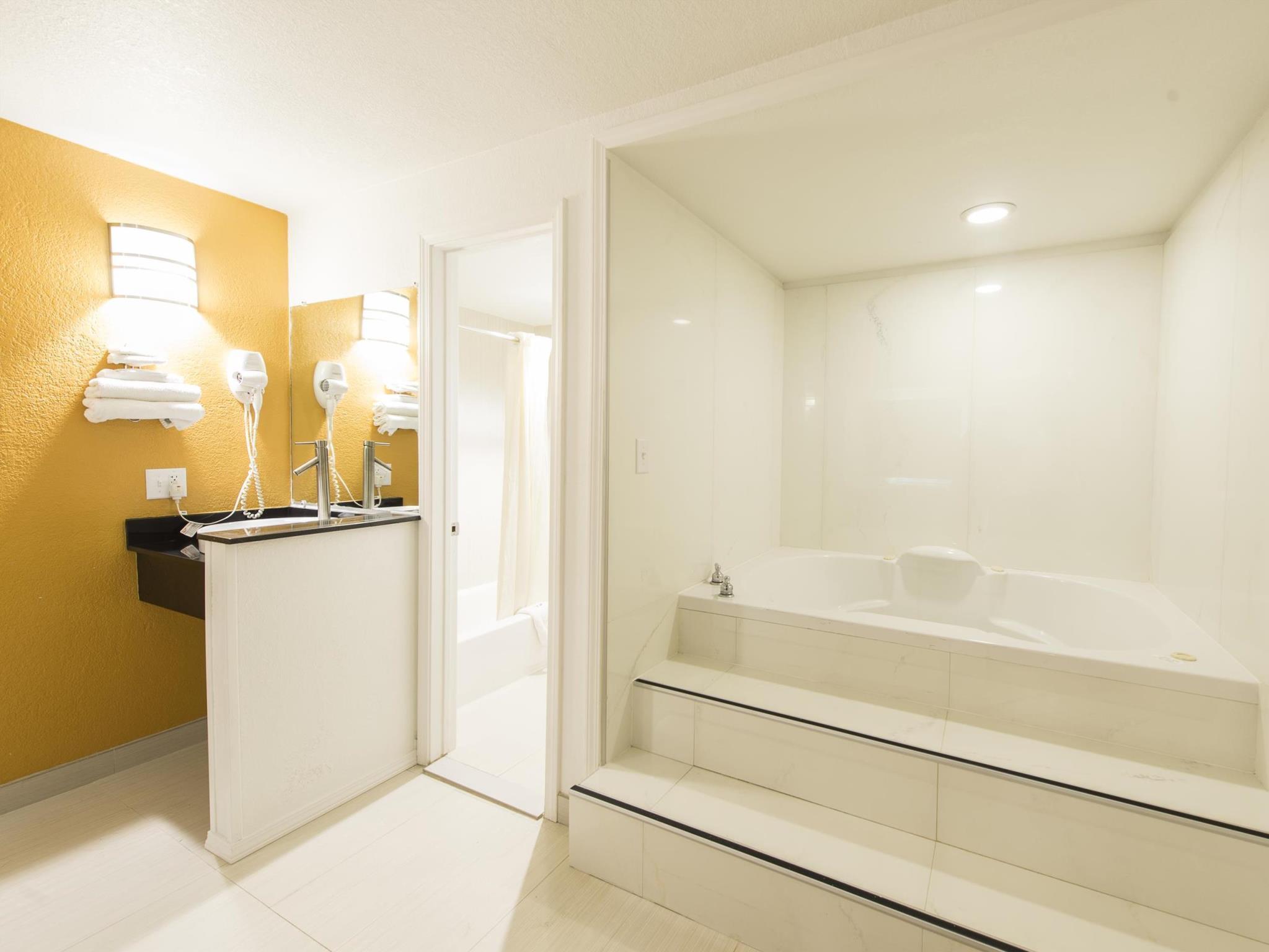 Price New Six Inn & Suites - Houston
